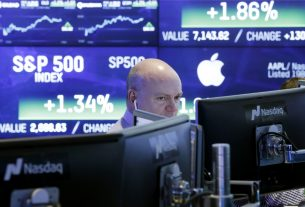 Dow Roars Towards Record High as Apple Stock Smashes 6% Higher