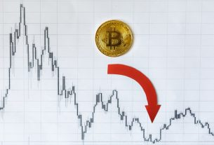 Bitcoin Price Briefly Hits $9,000 Before 'Fakeout' Dump to $8,000 in Minutes