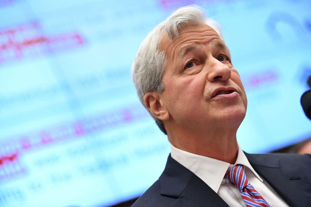 Dow Flatlines While Jamie Dimon Warns of Fed Policy 'Trap'