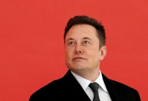Elon Musk Proves He's Our Dumbest Smart Guy With His Latest Tweet