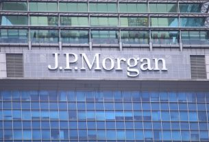 JP Morgan's Latest Gold Warning Puts Bitcoin At Risk of Dipping Below $10K